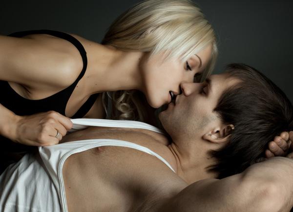Küsse das Arschloch der Frau